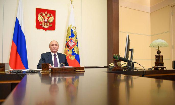 Wladimir Putin enthielt sich bisher jeder Stellungnahme zum Fall Nawalny. Der Kreml-Chef lässt andere für sich sprechen.