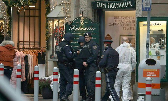 Die Polizei am Tatort nahe dem Lugeck.
