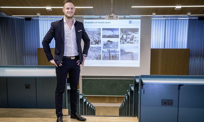 Sein Forschungsgebiet humanitäre Logistik berührt auch Christian Wankmüllers ehrenamtliches Engagement als Rot-Kreuz-Mitarbeiter