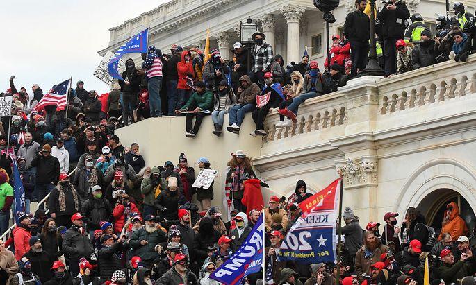 Trump-Unterstützer drängten vor die Stufen des Kongress und einigen gelang sogar das Eindringen in das Parlamentsgebäude in Washington.