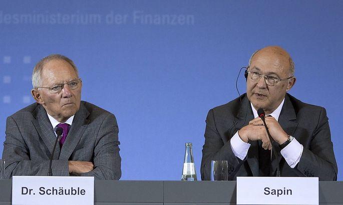 Bundesfinanzminister Johannes Schaeuble CDU l und der neue franzoesische Finanzminister Michel Sapi