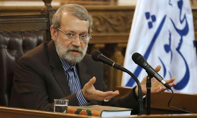 """Irans Parlamentspräsident Ali Larijani schimpft über """"den gewalttätigen und rassistischen Geist"""" der USA."""