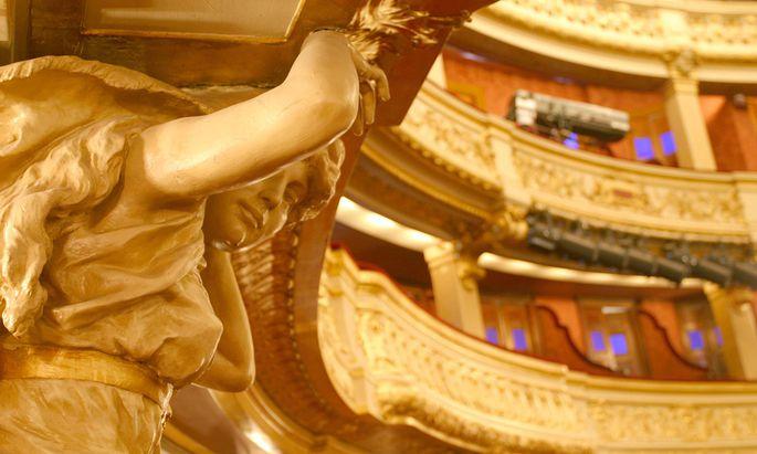 """Neuinszenierung von Boieldieus """"Weiße Dame"""" im historischen Salle Favart."""
