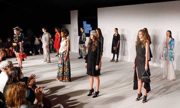 Finale beim ersten Defilee der MQ Vienna Fashion Week.