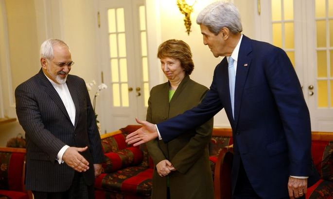 U.S. Secretary of State Kerry and Iranian FM Zarif prepare to shake hands as EU envoy Ashton watches before a meeting in Vienna