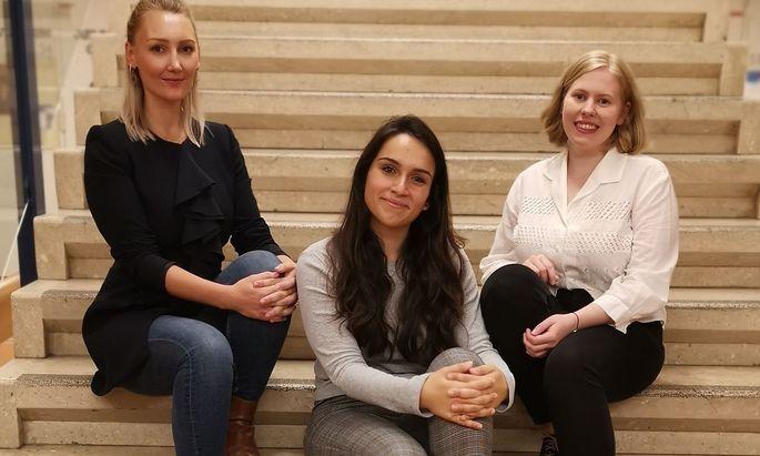 Rosanna Hoffmann, Hristina Talkova und Katharina Harreiter, noch vor der Zeit des Abstandhaltens.