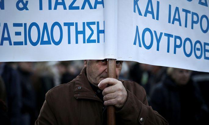 Demonstrationen gegen Sparmaßnahmen – hier bei Pensionen – stehen in Athen nach wie vor an der Tagesordnung.