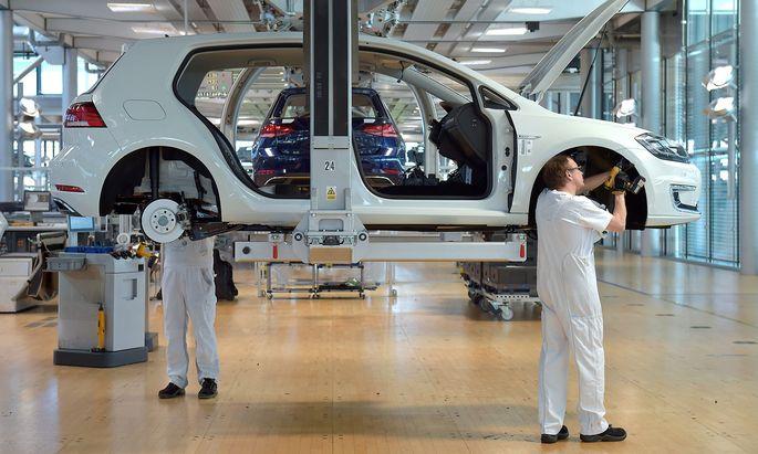 Production line of Volkswagen e-Golf in Dresden