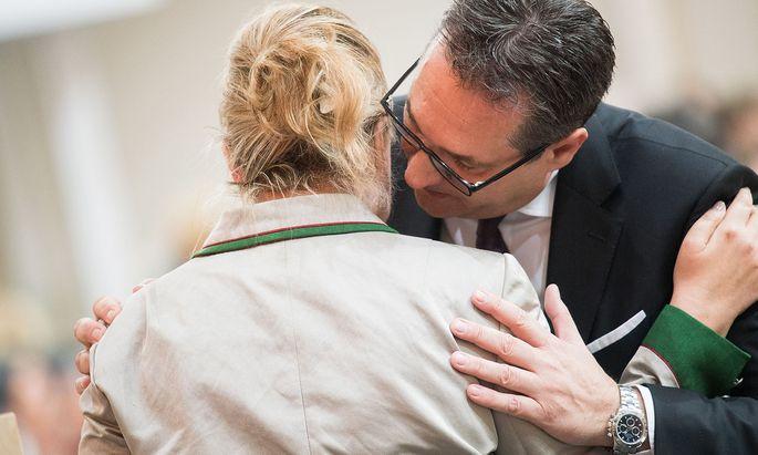 Heinz-Christian Strache, seinerzeit Vizekanzler. Beate Hartinger-Klein, seinerzeit Sozial- und Gesundheitsministerin.