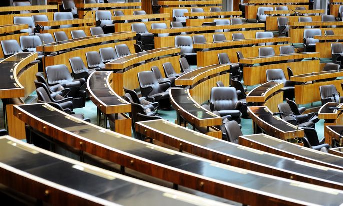 Sitzplätze im Parlament.