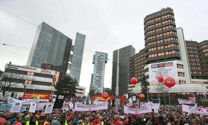 PROTESTKUNDGEBUNG GEGEN SOZIALVERSICHERUNGSREFORM OeGB