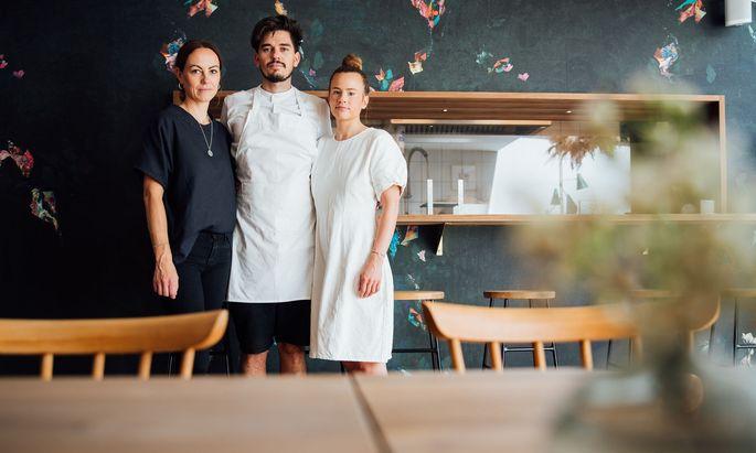 Das Restaurant Weiss, das Milena Broger (rechts), Erik Pedersen und Theresa Feurstein eröffnet haben, ist Newcomer des Jahres.
