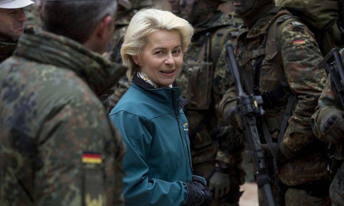Verteidigungsministerin Ursula von der Leyen steht unter Druck.