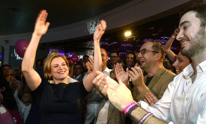 Beate Meinl-Reisinger auf der pinken Wahlparty
