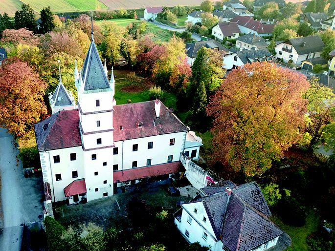 Das Schloss Rothenhof in Emmersdorf trägt die Handschrift des Bildhauers Johann Hutterer.