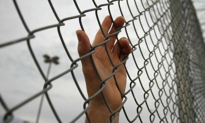 Themenbild. Für Vergewaltigter soll es keine ausschließlich bedingten Freiheitsstrafen mehr geben, sondern zumindest einen Teil der Strafe unbedingt.