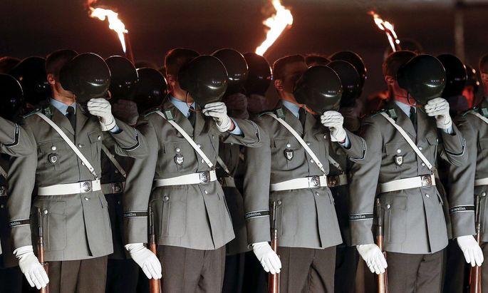 Bundeswehr-Soldaten während einer Zeremonie: Der Fall um Franco A. wühlt die Truppe auf.