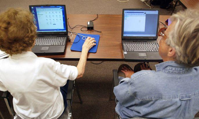 Der Facharbeitermangel führt dazu, dass immer mehr Betriebe auf ältere Mitarbeiter setzen.