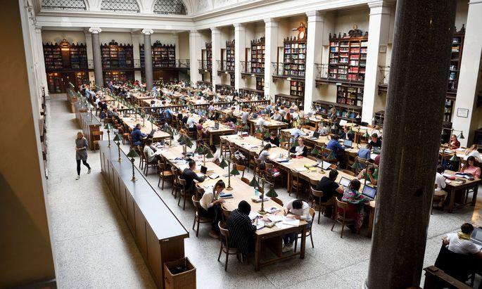 Österreich findet im Jahr nach dem Studienabschluss ein Viertel der Absolventen von Masterstudien keinen adäquaten Arbeitsplatz.