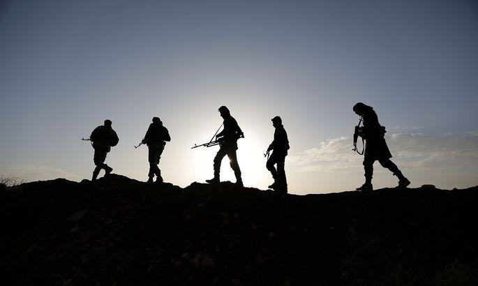 Einige der Angeklagten sollen für den IS in die syrische Kampfgebiete gezogen sein.