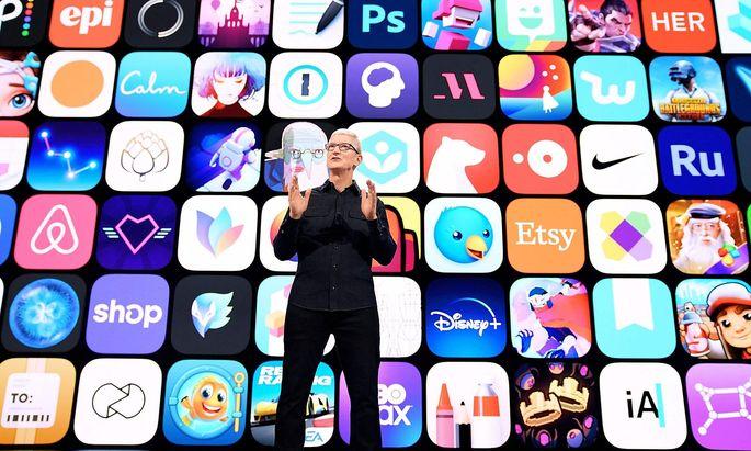 Apples Bauchladen wird größer: Firmenchef Tim Cook will mit seinen iPhones auch die Klimakrise lösen.