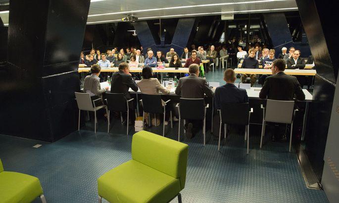Im Dachgeschoß des Wiener Juridicums wurde über die geplanten Reformen von Minister Josef Moser diskutiert.