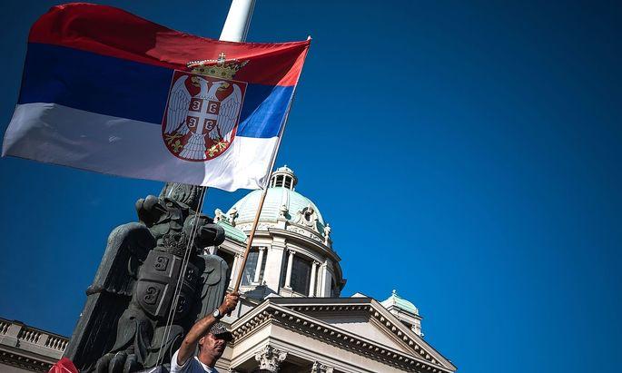 Viele Menschen protestierten gegen die Wahl in Serbien und boykottierten den Urnengang.