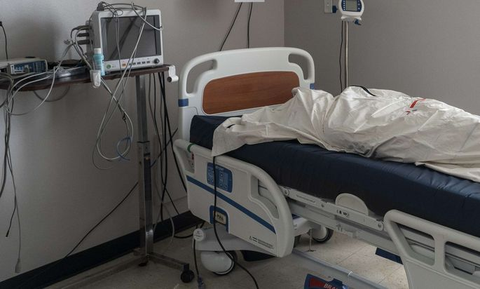Sollte es zu einem Engpass an Spitalsbetten kommen, müssten im Extremfall Patienten geopfert werden. Regeln dafür fehlen.