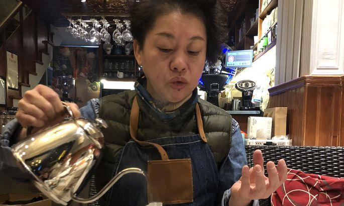 Li Hong Jun in ihrem Kaffeehaus in Wuhan.