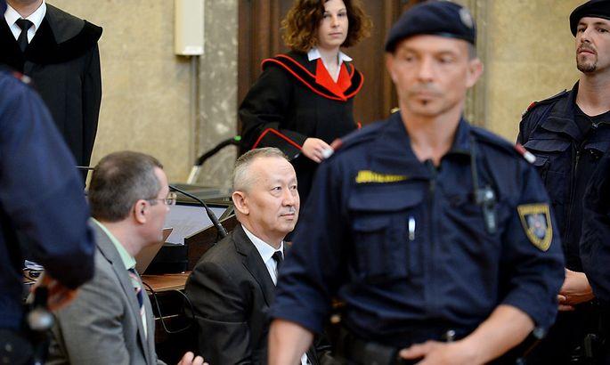 Die Angeklagten Vadim Koshlyak (li.) und Alnur Mussajew - und im Hintergrund Staatsanwältin Bettina Wallner.
