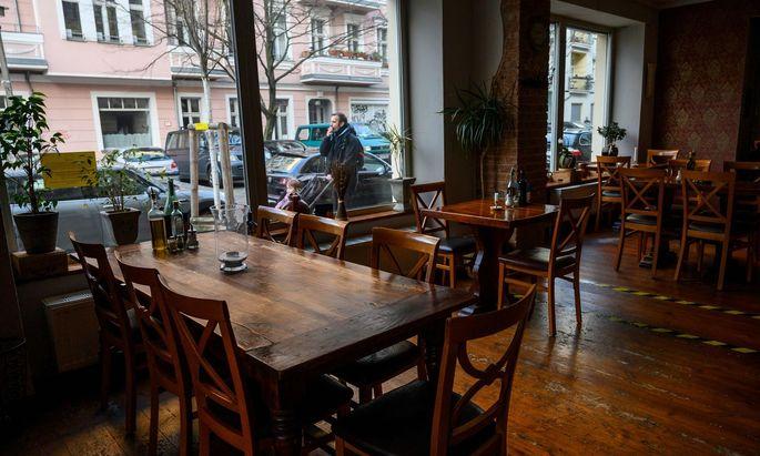 In Prenzlauer Berg reiht sich Restaurant an Restaurant. Ab Samstag bleiben sie bundesweit geschlossen. Zumindest kündigte das Bayerns Markus Söder an.