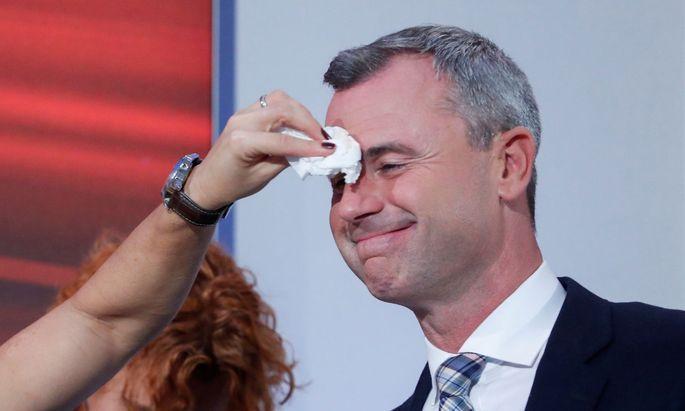Norbert Hofer vor der TV-Diskussion am Wahlabend.