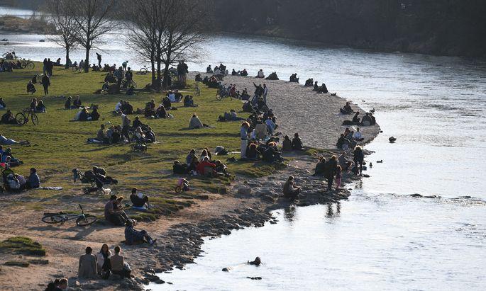 Bei frühlingshaften Temperaturen waren zuletzt viele Menschen im Freien.