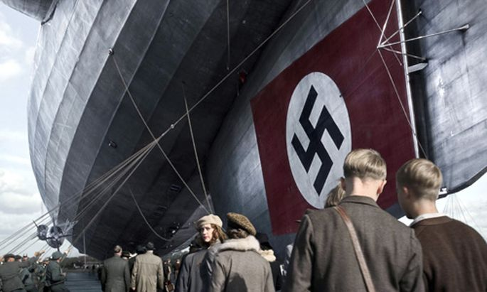 Hindenburg NaziTraum Flammen