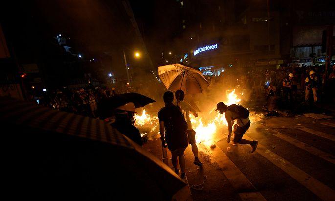Erneut kam es zu Ausschreitungen bei Protesten in Hongkong.