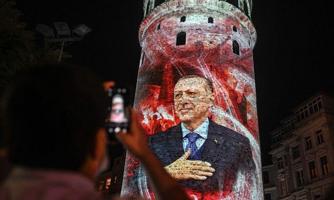 Über Erdoğans Gesundheit wird seit Langem gemunkelt. Der 67-Jährige sitzt dennoch als türkischer Staatschef offenbar weiter fest im Sattel.