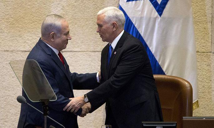 Benjamin Netanjahu (li.) hörte Mike Pences Botschaft gerne.