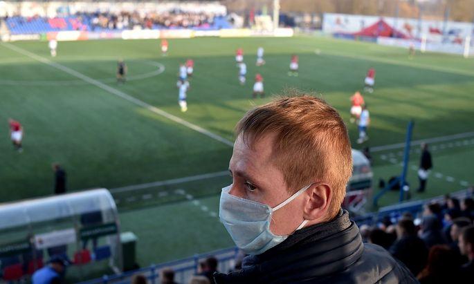 Fan bei einem weißrussischen Ligaspiel