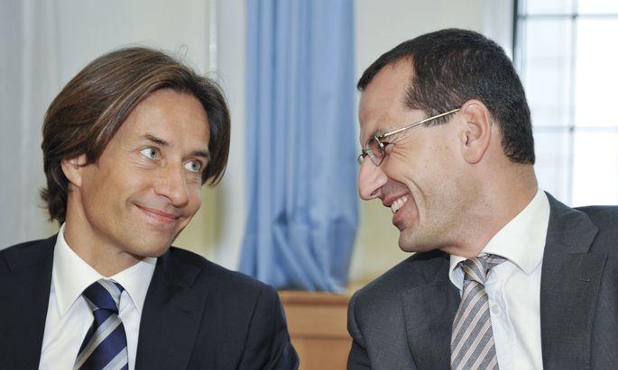 Archivbild: Ex-Finanzminister Karl-Heinz Grasser (l.) und Anwalt Michael Rami am 12. September 2011