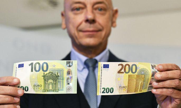 PRAeSENTATION DER NEUEN '100-UND 200 EURO BANKNOTEN': PRIBIL
