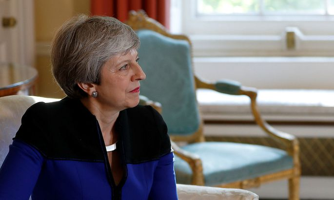 Theresa May bei einem Treffen mit Nato-General Jens Stoltenberg in der Downing Street