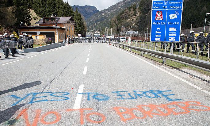 Demonstrationen gegen den Grenzzaun am Brenner.
