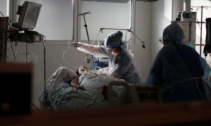 COVID-19 patients in ICU Unit at La Timone in Marseille