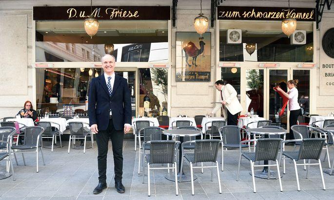 Peter Friese betreibt das Schwarze Kameel.