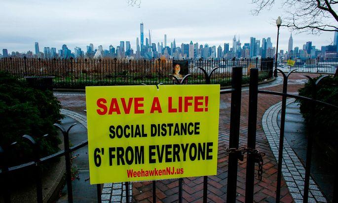 New York im Ausnahmezustand. Ärzte und Sanitäter klagen über ein moralisches Dilemma.