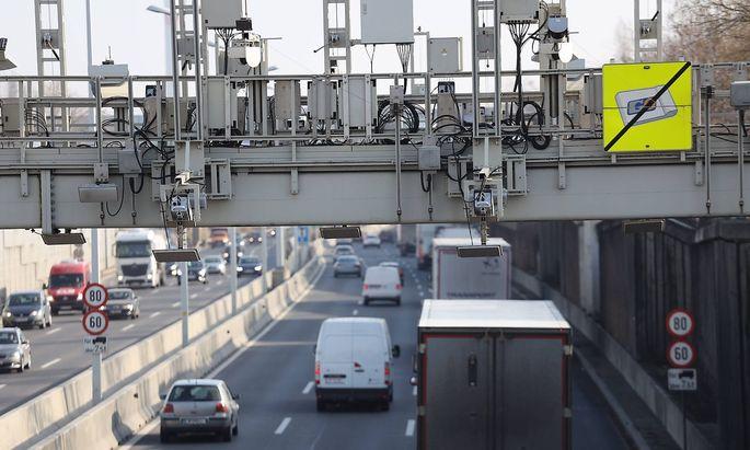 Autobahn Verkehr Straszenverkehr Wien Donauuferautobahn 07 02 2019 KAPSCH Technik zur Ueberwachu