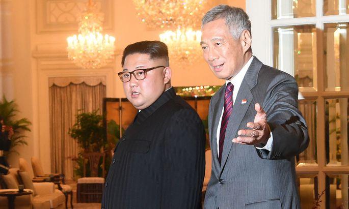 Willkommen in Singapur: Nordkoreas Diktator Kim (l.) wurde von Singapurs Premier Lee empfangen.