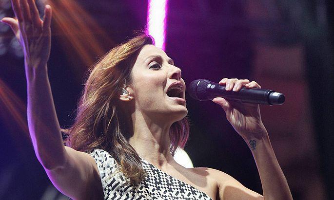Natalie Imbruglia bei einem Konzert 2012