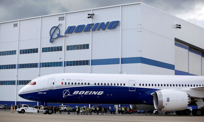 FILE PHOTO: The new Boeing 787-10 Dreamliner taxis past the Final Assembly Building at Boeing South Carolina in North Charleston