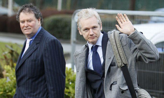 Julian Assange Mann vielen
